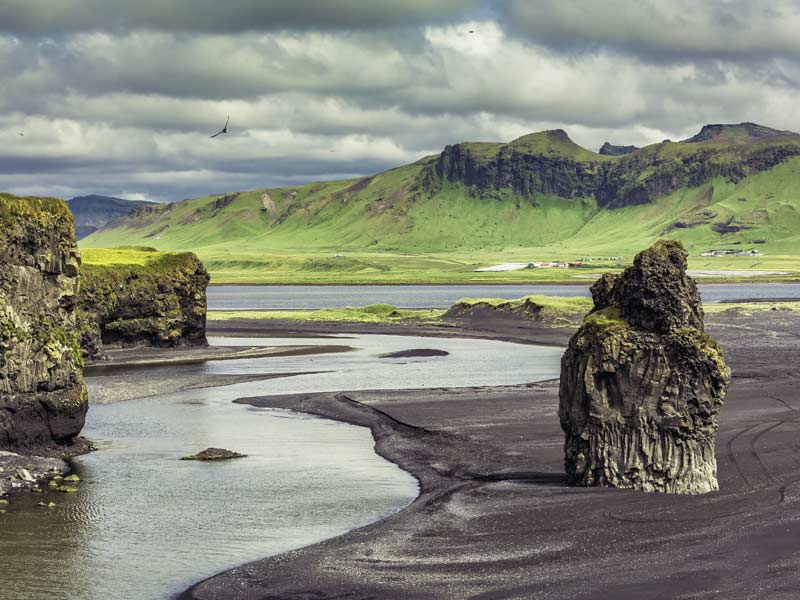Iceland Holistic Yoga Flow • Travis Eliot + Lauren Eckstrom • May 19-25, 2017 • 1 ROOM LEFT!